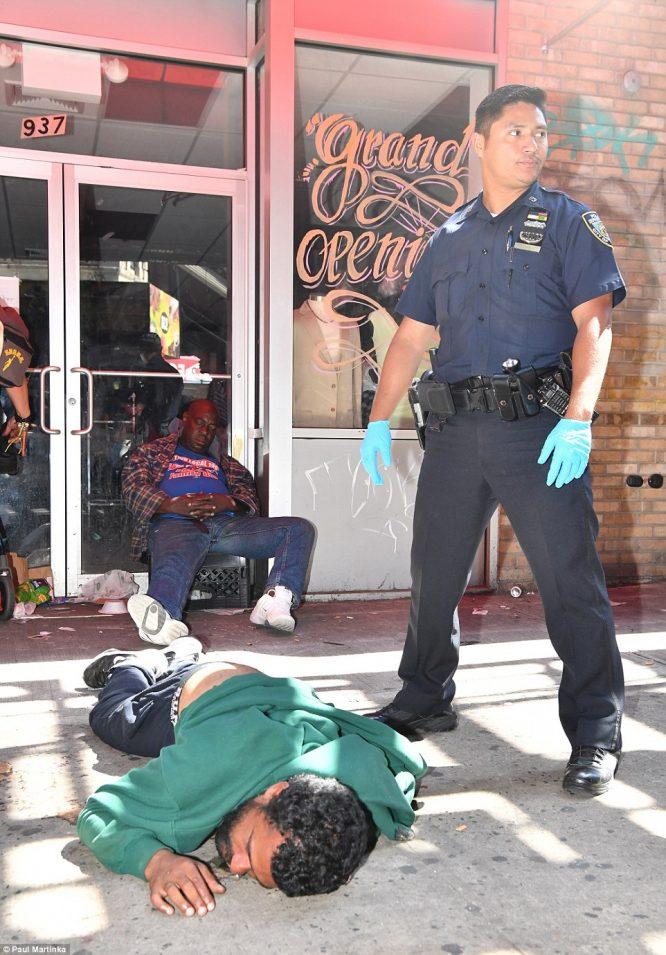 Hơn 30 người bỗng dưng bất tỉnh, co giật giữa đường phố New York.3