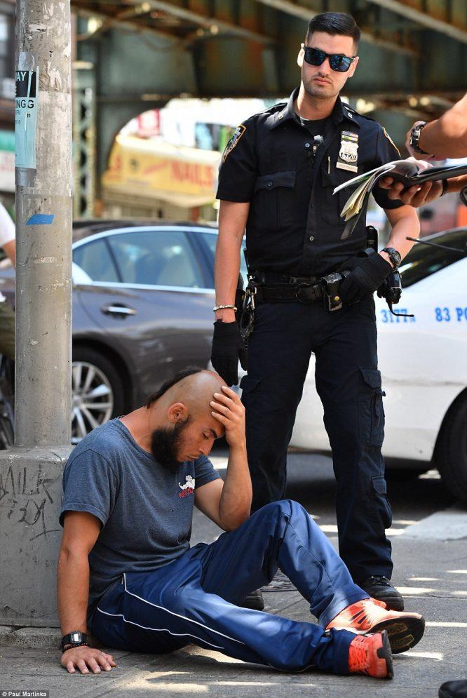 Hơn 30 người bỗng dưng bất tỉnh, co giật giữa đường phố New York.4