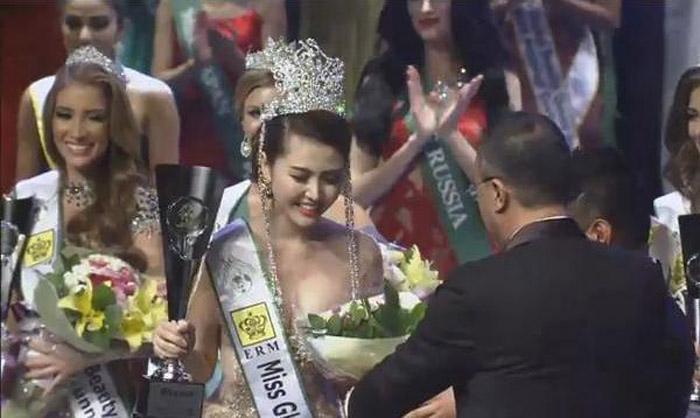 Người đẹp Việt trong giây phút đăng quang.