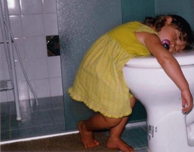 buồn ngủ quá, mình sẽ đi vệ sinh sau vậy.