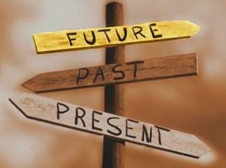 Người hạnh phúc sống với hiện tại và không để quá khứ kìm hãm