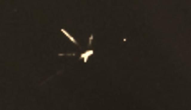 """Lần phát hiện mới nhất cho thấy, ngay tại khu vực khí quyển Trái Đất bất ngờ xuất hiện một vật thể bay kỳ lạ có """"ngoại hình"""" dị dạng chả giống ai. (Nguồn ảnh: ufosightingsdaily)."""