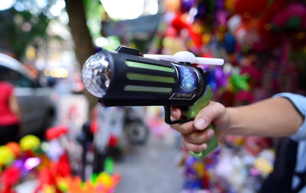 Một loại súng mới khác cũng vừa xuất hiện, có thể bắn ra tia laser. (Ảnh: Internet)