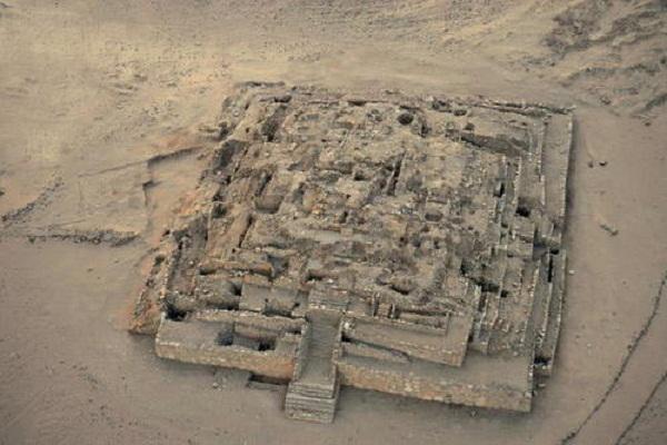 Di tích đại kim tự tháp tại Caral.