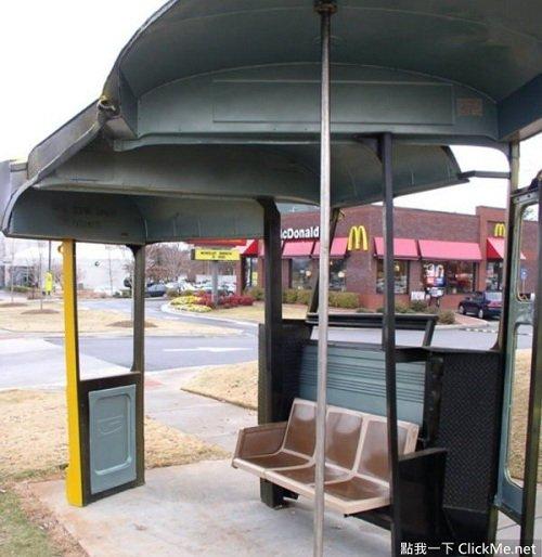 Người dân ngồi chờ xe bus sẽ có cảm giác như đang ngồi trong xe.
