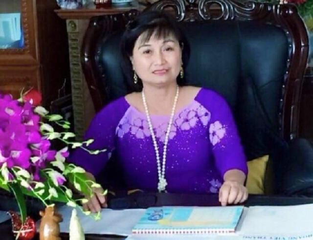 Bà Hiền rất vui vì cho rằng hoa Ưu đàm đưa lại sự may mắn trong năm nay cho bệnh viện Hoàng Viết Thắng (Huế).