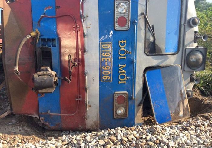 Hiện trường vụ lật tàu hỏa tại Huế.