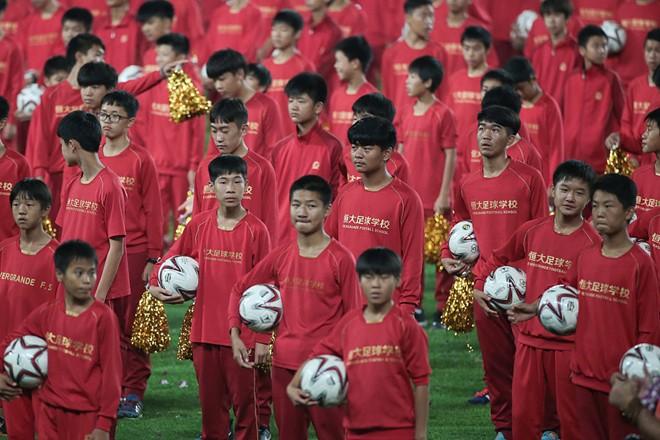 Chủ tịch Tập Cận Bình của Trung Quốc muốn đào tạo đội hình với mục tiêu vượt qua Brazil vào năm 2050.