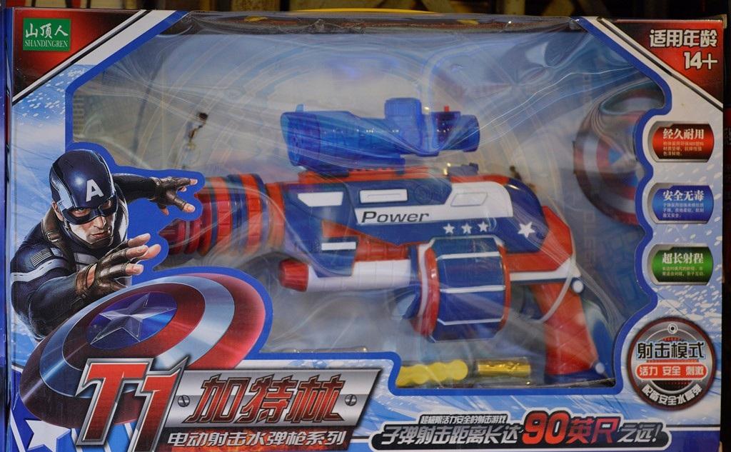Hầu hết các đồ chơi trên đều có nguồn gốc từ Trung Quốc được tiểu thương nhập từ chợ Tân Thanh (Lạng Sơn) hoặc nhập thẳng từ Thẩm Quyến (Trung Quốc) với số lượng lớn. (Ảnh: Internet)