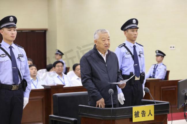 Bạch Ân Bồi, nguyên phó Chủ nhiệm Ủy ban bảo vệ tài nguyên và môi trường, Quốc hội Trung Quốc bị xét xử.