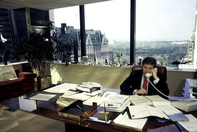 Năm 1987: Văn phòng của Trump bên trong tòa Trump Tower. (Ảnh: Joe McNally/Getty Images)