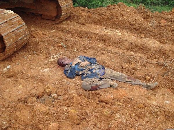Ngăn cảncưỡng chế thu hồi đất, ông lão bị máy múc cán chết - ảnh 2