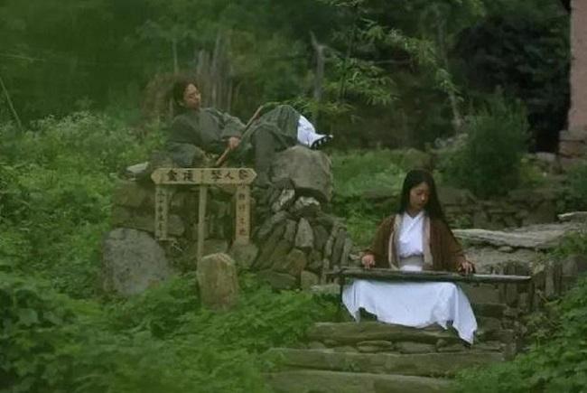 Cặp vợ chồng lên núi ẩn cư, sáng luyện kiếm, tối thổi tiêu sống như phim kiếm hiệp - H6