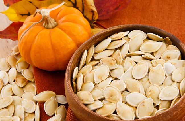 Hạt bí ngô có thành phần dinh dưỡng gần giống với diêm mạch. (ảnh:internet)