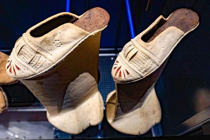 Không chỉ được ưa chuộn tại Italy, giày chopines cũng rất nổi tiếng ở Thổ Nhĩ Kỳ, Trung Quốc và Hy Lạp.
