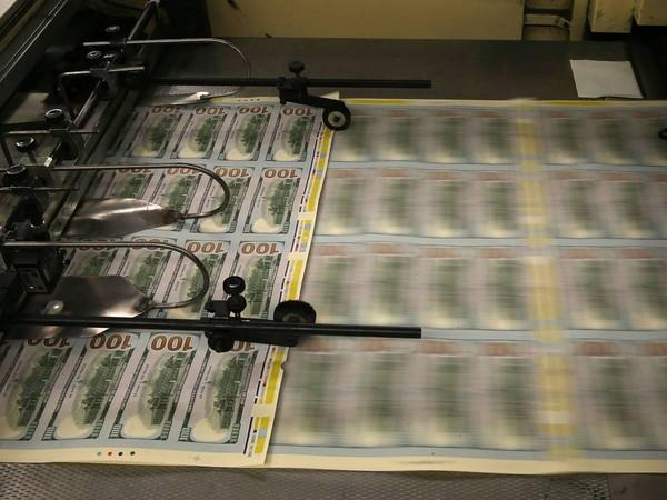 Tốc độ sản xuất tiền giả suýt chút nữa gây bất ổn nền kinh tế của 2 cường quốc trên thế giới.