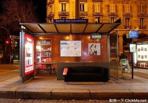 Trạm xe bus tại Pari, Pháp.