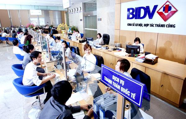 """""""BIDV khẳng định mọi quyền lợi chính đáng, hợp pháp của khách hàng nói chung và của bà Ngô Phương Anh nói riêng luôn được đảm bảo. Sau khi có kết luận chính xác nguyên nhân sự việc, BIDV sẽ thông báo chính thức công khai, minh bạch theo đúng quy định của pháp luật đối với công ty đại chúng""""."""