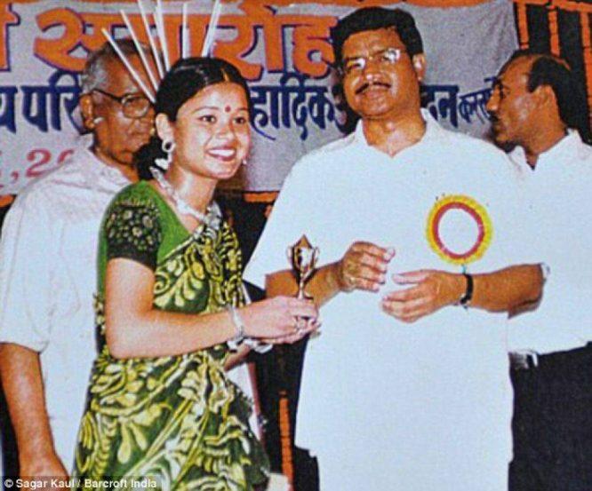 Cô gái Ấn Độ bị tạt axit gần mù mắt, phải phẫu thuật 27 lần sau 14 năm giờ ra sao?2