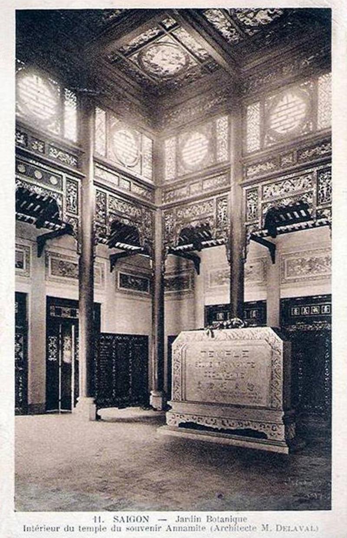 Hình ảnh nội thất của ngôi đền in trong một ấn phẩm của Pháp thời thuộc địa.(Ảnh: Architecte M Delaval)
