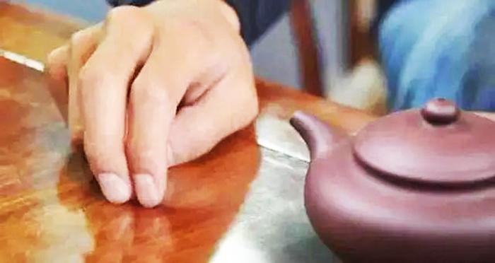 Vì sao người xưa khi được mời trà, thường gõ 3 cái xuống mặt bàn? - ảnh 5