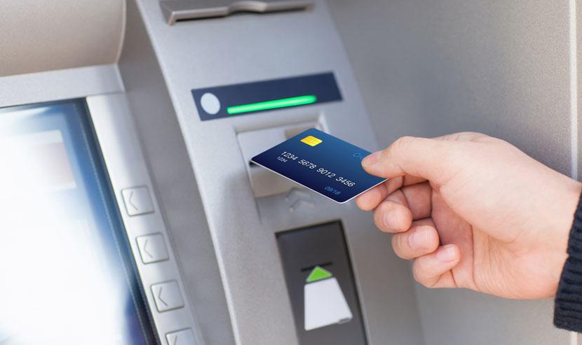 Đại diện ngân hàng khuyến cáo, để hạn chế rủi ro khi sử dụng thẻ, khách hàng cần giữ gìn thẻ, bí mật số Pin, không cho người khác mượn, sử dụng thẻ, cũng như kịp thời liên hệ ngay với Trung tâm chăm sóc khách hàng để được hỗ trợ kịp thời.