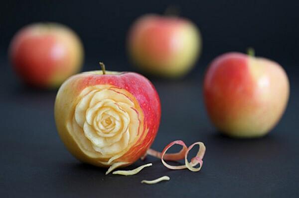 Apple-Sculpture