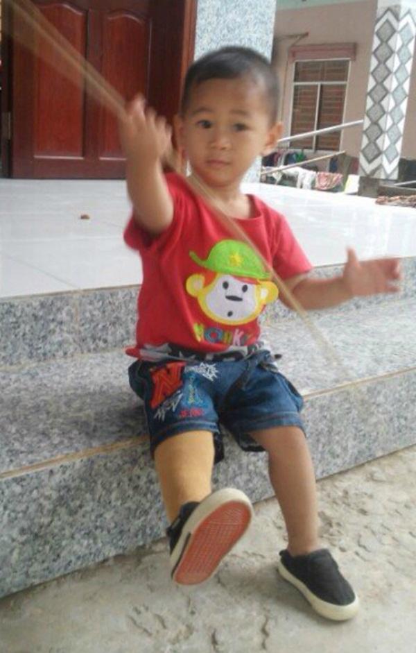 Bé Huy tròn 2 tuổi. Ảnh: T.P