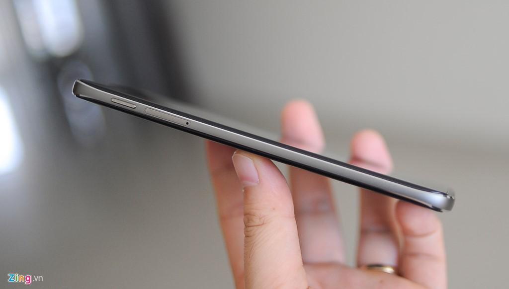 """Sau DTEK50, đây là di động thứ 2 của BlackBerry ra đời theo phương thức hợp tác với nhà sản xuất thứ 3. Do đó, dù có thiết kế đẹp, cái """"chất BlackBerry"""" không còn nhiều trên sản phẩm này."""