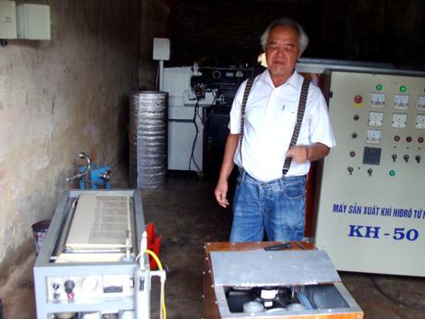 Chiếc máy điều chế nước thành hydro đầu tiên do ông Vũ Hồng Khánh chế tạo