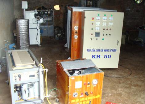 Những chiếc máy điều chế hydro do ông Khánh chế tạo
