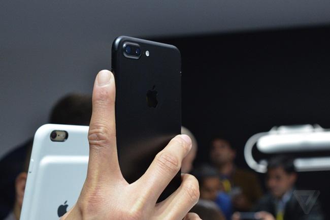 Bộ đôi iPhone 7 Plus đang gặp quá nhiều vấn đề. Ảnh: Forbes.