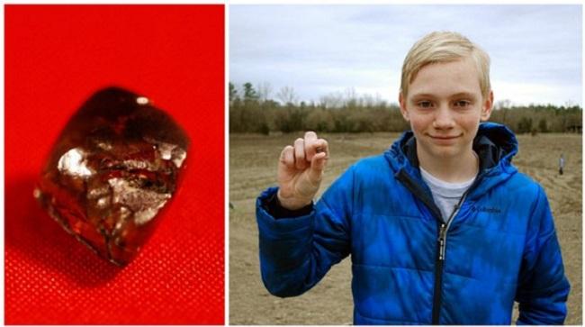 Cậu bé may mắn tìm được kim cương 7,44 carat chỉ sau... 30 phút.1
