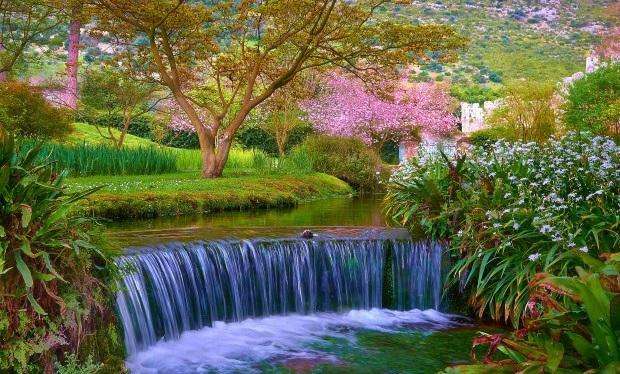 Garden-of-Ninfa-1-620x385