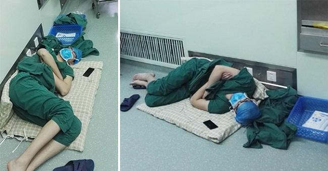 Cảm động nữ bác sĩ ngủ gục trên sàn sau 28 giờ phẫu thuật liên tục - H1