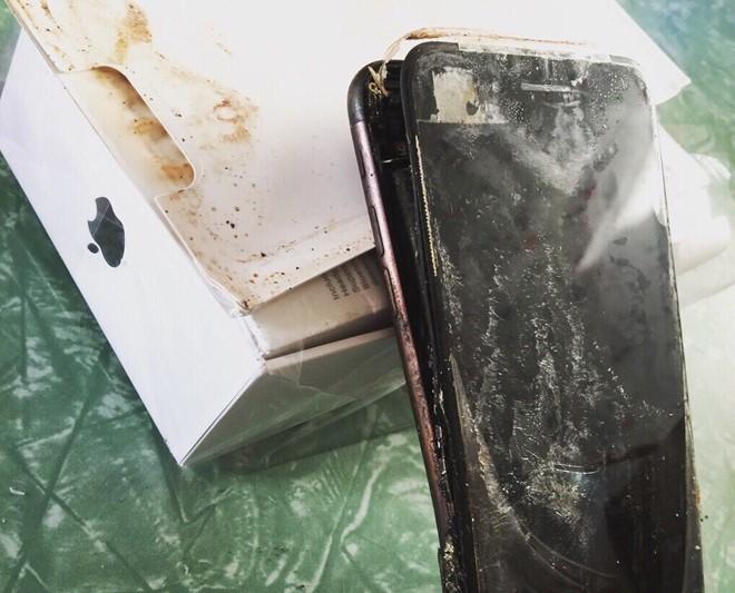 Bức ảnh do người dùng Reddit đăng tải và cho rằng đây là vụ phát nổ đầu tiên của iPhone 7. (Ảnh: Reddit).