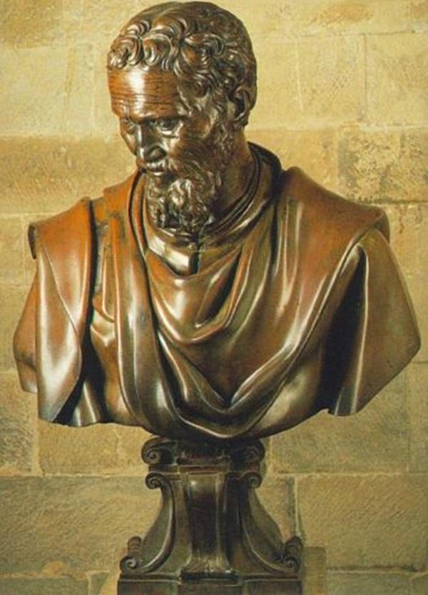 MICHELANGELO: Tuổi trẻ bần cùng và lập dị, Michelangelo đã tìm kiếm danh vọng, vinh quang và giàu có bằng nghệ thuật của mình. Bị phạt vì tội biển thủ tiền từ một công việc ủy quyền, Giáo hoàng đã giao cho Michelangelo nhiệm vụ vẽ trần Nhà thờ Sistine. Dự án kéo dài cả đời này đã làm ôn hòa hành vi thất thường của Michelangelo trẻ tuổi. (Artrenewal.org)