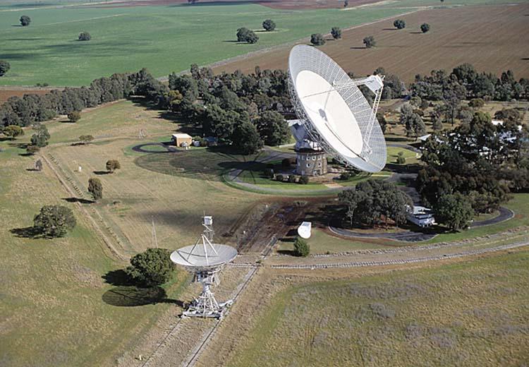 2 Kính thiên văn vô tuyến sử dụng cho thí nghiệm
