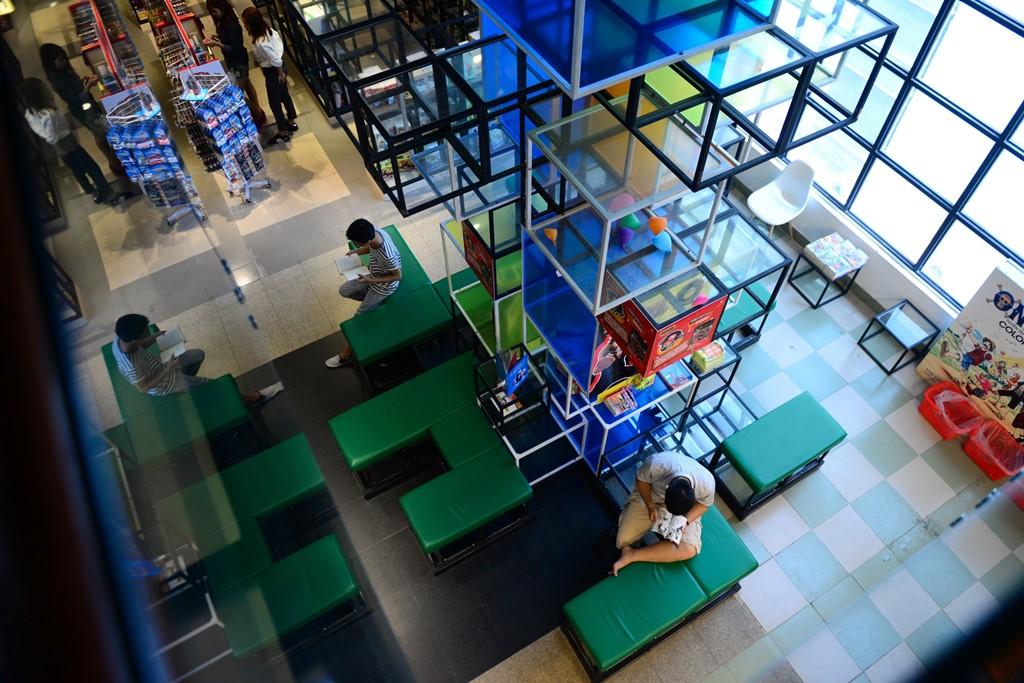 Trung tâm sách lớn nhất TP.HCM nằm trên đường Cống Quỳnh, quận 1. Với diện tích rộng 500 m2, gồm 2 tầng lầu, đây là không gian ấn tượng dành cho các bạn thiếu nhi và phụ huynh. Trung tâm này ra đời vào dịp kỷ niệm 40 năm thành lập chi nhánh NXB Kim Đồng tại TP.HCM.