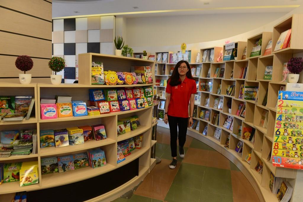 Với không gian thoáng và bố trí hợp lý, độc giả dễ dàng tìm được những cuốn sách mình yêu thích.