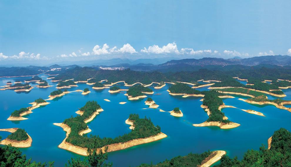Thousand-Island-Lake-Qiandao-Lake-in-China[1]