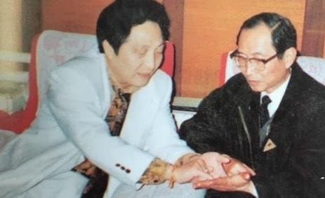 """""""Quốc sư"""" Trung Quốc bị bắt vì giết người, lộ rõ mặt đen tối của lãnh đạo và minh tinh - H14"""