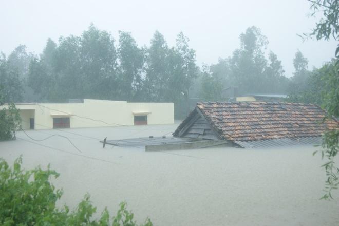 Ngày 13/10, áp thấp nhiệt đới đi vào đất liền gây mưa to đến rất to tại Quảng Bình, tổng lượng mưa phổ biến 400-500 mm, một số nơi hơn 500 mm.