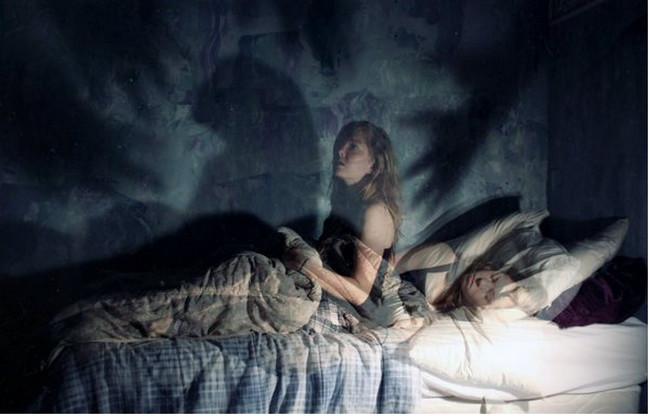 Theo tiến sĩ Patrick McNamara, ác mộng thường liên quan đến các thế lực  siêu nhiên vốn sẽ tấn công hoặc theo đuổi con người lúc họ ngủ bằng cách  nào đó.