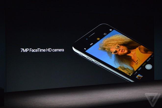 Camera trước được nâng lên độ phân giải 7 megapixel, hỗ trợ ổn định hình ảnh tự động.