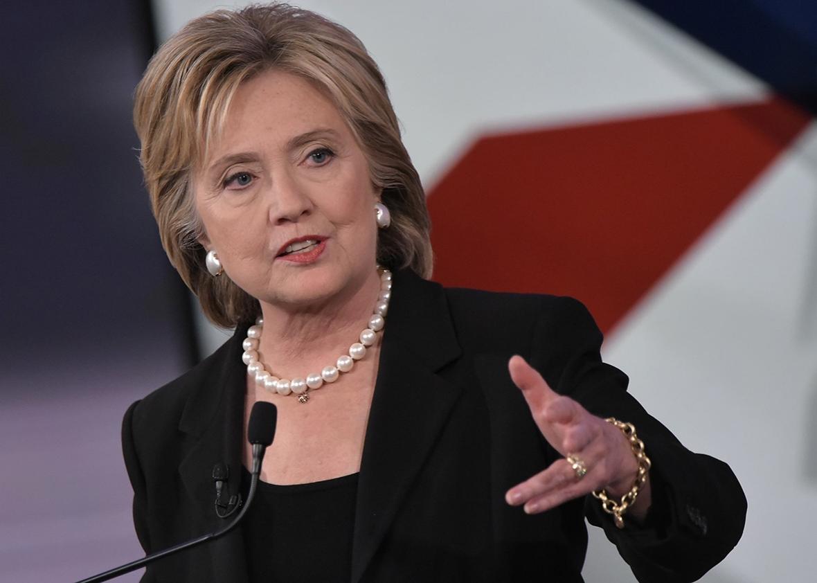 Sự tự tin cùng khoảng cách lên tới 2 con số của bà Clinton đã biến mất sau vài ngày (Ảnh: internet)