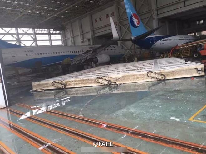 Siêu bão Meranti đổ bộ Hạ Môn, gây mưa lớn kéo dài 2 giờ liên tục, khiến nhiều khu vực bị ngập. Nhiều diện tích của sân bay chìm trong nước. (Ảnh: Weibo).