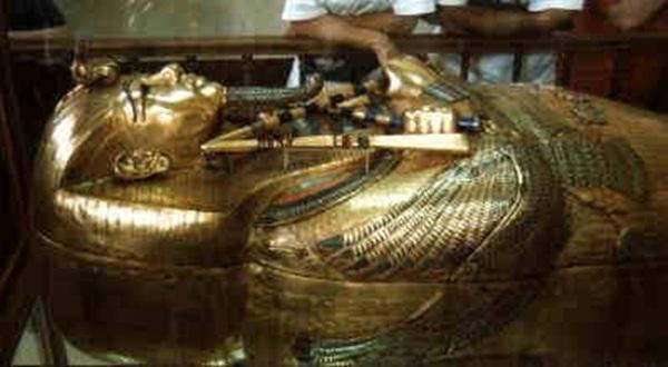 Cỗ quan tài bằng vàng ròng của Pharaoh Tutankhamun. (Ảnh: Internet)