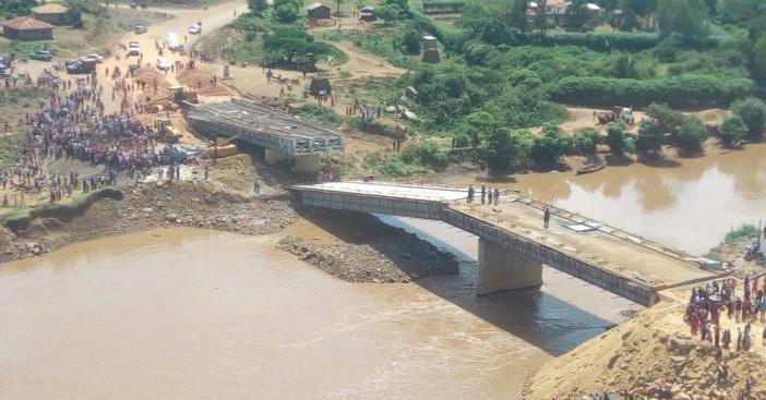 Cầu Trung Quốc bị sập ở Kenya. (Ảnh: Twitter)
