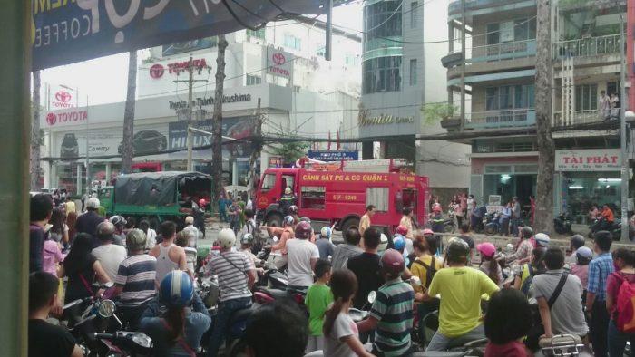 Cháy showroom Toyota Trần Hưng Đạo, quận 5_3